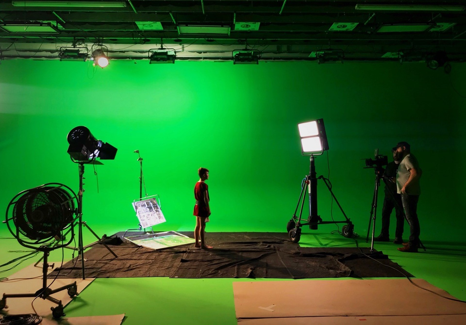 5 tips for lighting a Green Screen | Litepanels | Litepanels
